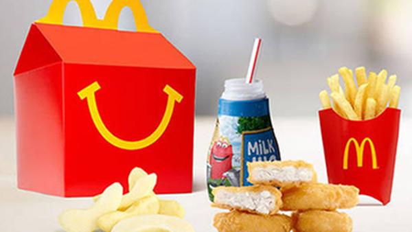 L'Happy Meal dal 2021 avrà un regalo fatto con la carta!