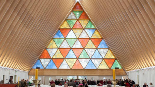 La cattedrale realizzata in carta