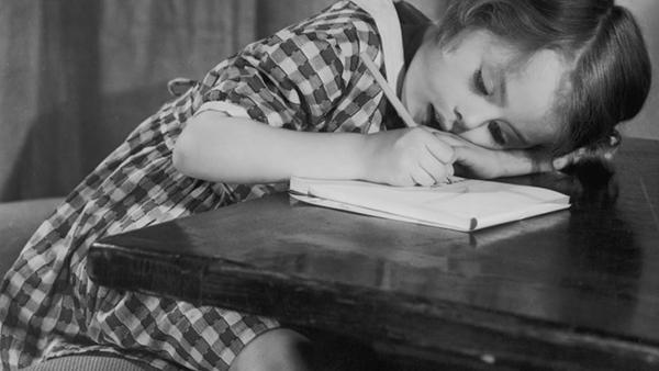 Scrivere con carta e penna facilita l'apprendimento
