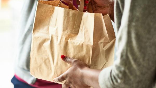 2020 da record per il food delivery: il consumatore finale predilige gli imballaggi in carta e cartone